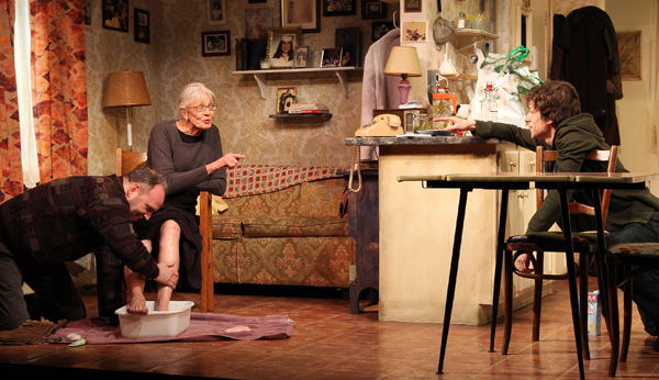 Daniel Oreskes, Vanessa Redgrave and Jesse Eisenberg in Eisenberg's play The Revisionist