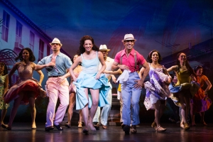 8-2928_Ana Villafañe and the cast of ON YOUR FEET! (c) Matthew Murphy