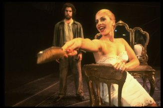 "Mandy Patinkin as Che Guevera and Patti LuPone as Eva Peron in a scene from the Broadway production of the musical ""Evita""."
